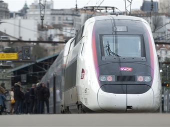 A first order for 40 trains had been signed with SNCF in September 2013, and 15 additional options were exercised in 2017.Alstom