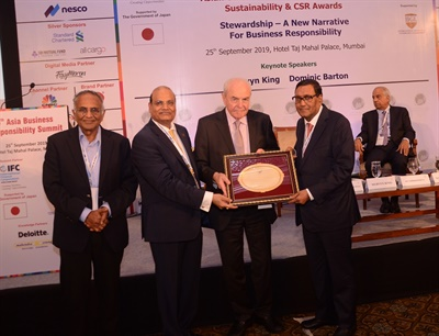 "Arvind Poddar (far right), chairman and managing director of BKT, was named the ""Best Transformational Leader"" at the 6th Asia Business Responsibility Summit."