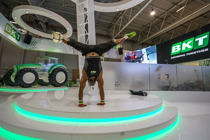 Iya Traoré is a Guinness Book record holder for his football acrobats. He performed in the BKT booth at SIMA 2017.