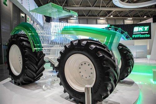The Agrimax V-Flecto tire will be fitted on a tractor made of Plexiglass.