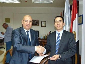 An MOU was signed by General Engineer / Khaled Eleiwa chairman of the Alexandria Passenger Transportation Authority and AD Huang GM of BYD Middle East & Africa Auto Sales Division. Photo: BYD