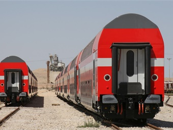 Hauled by the new Bombardier TRAXX AC electric locomotives ordered in 2015, each eight-car train features seating capacity for 1,000 passengers.