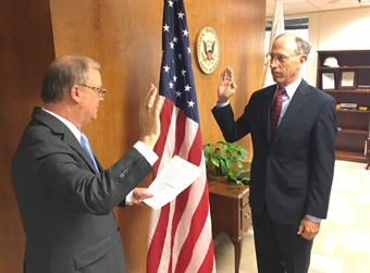 Bruce Landsberg (r) sworn in as Member and Vice Chairman of the NTSB onTuesday, August 7, 2018 by Chairman Robert Sumwalt (l).  (NTSB Photo by James Anderson)