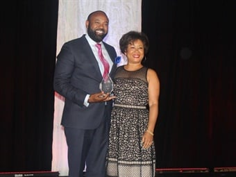 "Palm Tran Executive Director Clinton B. Forbes presented with prestigious Gerald Anderson ""Service"" Award at the 2018 COMTO Industry Awards Banquet in Baltimore.