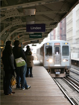 The budget preserves bus and rail service, including expanded bus and rail service put into place in recent years. Includes additional service begun in 2017 on six bus routes on the South Side and during rush periods on Red, Blue, Green, and Purple lines. Daniel Schwen
