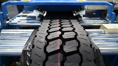 """Continental says many of its tread patterns for retreads are identical to the company's new tire treads, which gives customers a """"looks like new, runs like new"""" advantage."""