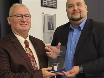 Dan Allison (right), an Occupational Therapist and driver rehabilitation trainer at the Atlanta-based Shepherd Center, was presented with the company's Q'MANITARIAN award.