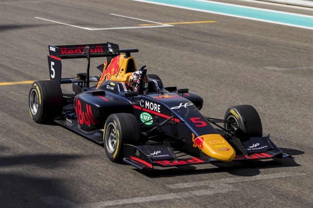Arden's Niko Kari triumphed in the GP3 Feature Race on the Yas Marina circuit.