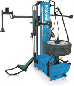 The Rav G1130.50 Magic tire changer has all-plastic contact with wheel lift, pneumatic help and other accessories.