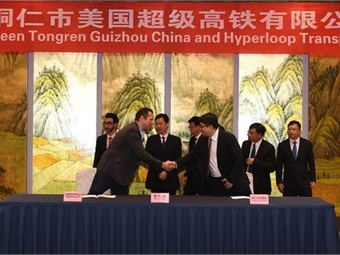 Dirk Ahlborn, CEO Hyperloop Transportation Technologies, and Tao Lang, Chairman, Tongren Tourism & Transportation Investment Group sign historic agreement. Photo: HTT