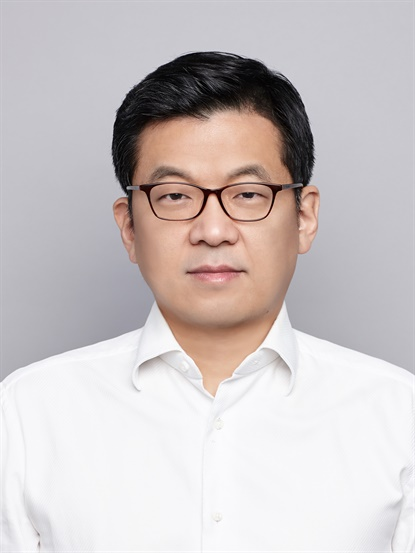 Hosung Suh is taking over as president for Hankook Tire America Corp.