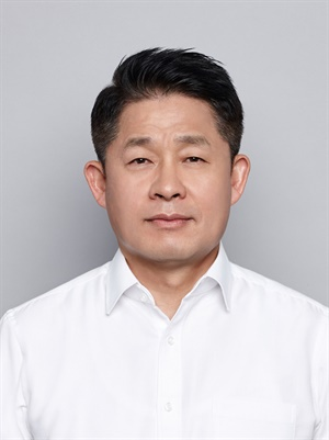 Soo Il Lee will become the next CEO and president of Hankook. He's worked for the tire makerfor 30 years.