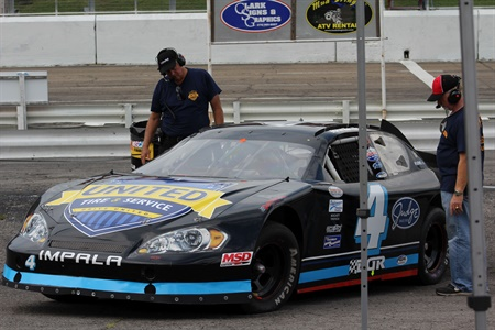 United Tire and Service dealers will promote their brand as a sponsor of the Super Cup Stock Car Series in 2017.