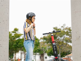 Study authors urge that helmets should be worn, and e-scooter manufacturers should encourage helmet use by making them more easily accessible. Jump