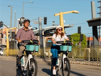 Metro worked closely with the Los Angeles Department of Transportation to determine the location of bike share stations in the North Hollywood area. L.A. Metro