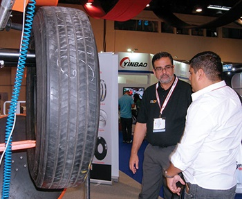 Marcelo Ancora, general manager of Elgi in Brazil, talks to a customer about the company's commercial tire equipment.