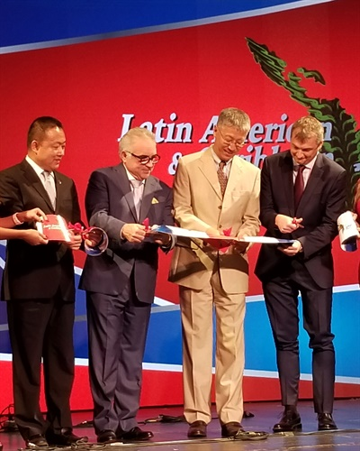 Cutting the ribbon to officiallly open the 2019 Latin America & Carribean Tyre Expo are (from left): Wang Jian, Economic and Commercial Advisor to the Ambassador of the Embassy of the Republic China to Panama; Gus Lima, CEO of the Latin American & Caribbean Tyre Expo; Ambassador Wei Qiang of the Republic of China to Panama; and Marco Zigni, Vice President of the Latin American & Caribbean Tyre Expo.