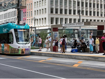 Streetcars can be owned and operated by a variety of entities including transit authorities, cities and even nonprofits. Photo credit: Dan Poyourow, courtesy of HNTB