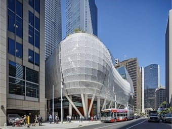 The Transbay Joint Powers Authority (TJPA) officially opened its new Salesforce Transit Center with inaugural Transbay bus service by AC Transit and others on August 12, 2018. Photo: © Tim Griffith