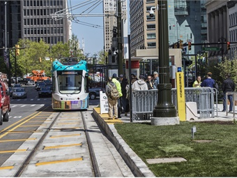 Streetcar routes opening after 2015, including those in Milwaukee, Detroit (shown), Seattle, and Dallas, use a combination of both off-wire and traditional overhead wire. Photos via HNTB