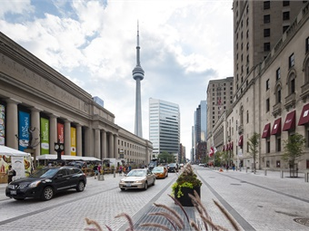 Front Street was redesigned as a major new public space with an emphasis on pedestrian circulation, bicycle lanes, and wider sidewalks.