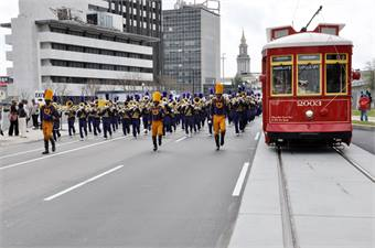 Using a partnership model agreement, Veolia Transportation managed to complete a New Orleans streetcar extension in time to be operational during the 2013 Super Bowl.