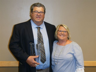 MSBOA presented its 2017 Lifetime Achievement Award to Dan Schmitt, shown here with his wife, Sue Schmitt.