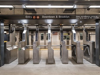 OMNY readers accept contactless cards from Visa, Mastercard, American Express, and eventually Discover Card as well as Apple Pay, Google Pay, Samsung Pay, and Fitbit Pay. Via Patrick J. Cashin/MTA