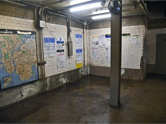 Station interior before renovation. Photo: MTA New York City Transit-Marc A. Hermann