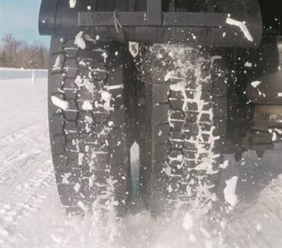 The pass-through open shoulder on the X Multi D tire provides traction in all weather and road conditions.
