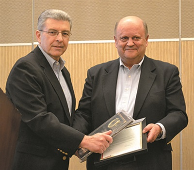 Ron Pisciotta Sr. received a 2017 NETSA Hall of Fame Award from President Tony DeSimone.