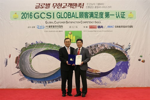 GCSI's certification ceremony was held in Beijing, China on 23 June, with the winners of each category in attendance. Pictured are Yang Chang-soo, president at Nexen Tire Qingdao (right), and Park Young-jun, chairman of GLOMA.