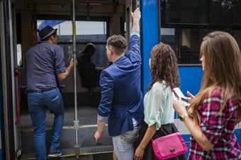 Recently, mass transit ridership has been declining at a worrying rate in the U.S., partially due to economic growth and the increase in car ownership, and recently due to the emergence of new mobility alternatives.