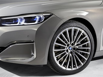 BMW wants to show you it cares just as much about your clients' comfort, and your chauffeurs, as you do.