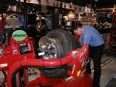 Don Glaser demonstrates Hunter's new TCX625 Plus heavy-duty tire changer at the 2016 SEMA Show.