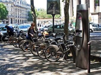 Vélib' bikesharing station, Paris, 2012. Photo: mariordo59 via Flickr/WIkimedia Commons