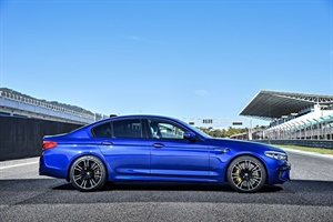 The new Pirelli P Zero OE tire on the BMW M5 was developed in close cooperation with the development and testing departments of Pirelli and BMW. It was specially designed to deliver high level grip and good performance in wet conditions.