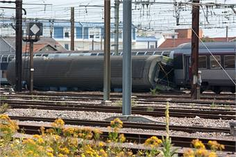 The derailed 4th carriage of the train that crashed at the Brétigny station. Wikimedia Commons photo by Poudou99