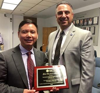 TSA Federal Security Director Sid Hanna (right) presented the award to SacRT's GM/CEO Henry Li. SacRT