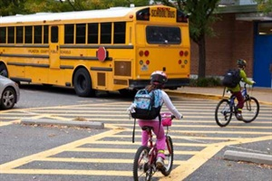 A web seminar will address how student transportation departments can collaborate with Safe Routes to School to help children get to school safely. Photo from Safe Routes to School National Partnership