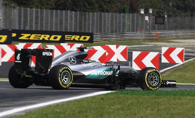 Hamilton set the hottest pace in the second practice at Monza.