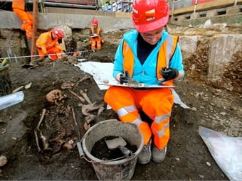 Archaeologists begin main excavation of Broadgate ticket hall_ March 2015. Photo: Crossrail Ltd.