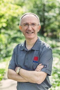 Peter Gibbons likes hiking and reading, and also supports the Glasgow Celtic soccer club. He earned a physics degree from the University of Edinburgh and has a MBA from Strathclyde Business School in Glasgow, Scotland.