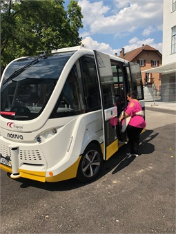 Passenger getting on the Trapizio Autonomous Bus.