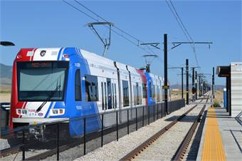 A Utah Transit Authority Trax light rail vehicle traveling south on the red line, which runs from Daybreak to the University of Utah. Photo courtesy Garrett, Wikimedia Commons