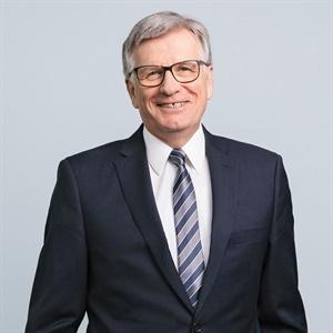 Dr. Hubert Lienhard