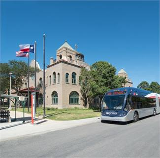 In late 2010, VIA added 16 compressed natural gas 60-foot articulated buses to its BRT route, Primo.