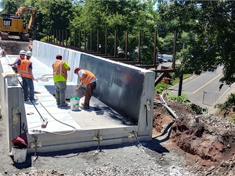 Construction at the Route 150 Bridge in Wallingford (July 2017) Photo: CTDOT