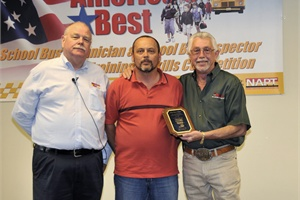 Alan Fidler of Indiana (center) received a plaque for placing first in the technician category.