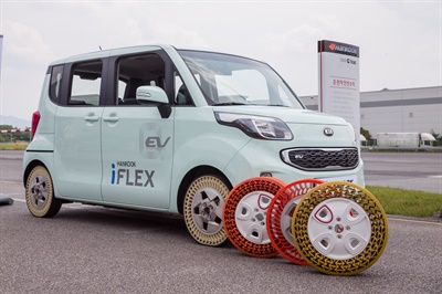 Hankook says its iFlex airless concept tire is an example of the importance of materials in the development of eco-friendly tires. The urethane UNI-material consumes less energy during production and makes recycling easy. Tests have shown the tire can match conventional tires in terms of performance.